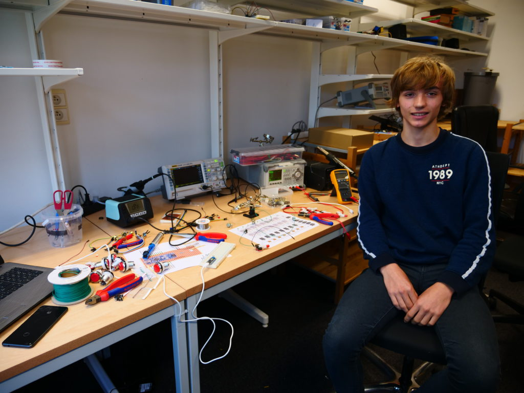Loïc, student elektromechanika at VTI Kontich is building an 8 step sequencer using arduino boards and patience at the tothepoint laboratory. His wage of 55 euro that he earned today goes to a charity that helps youngsters thanks to the YOUCA action day program.